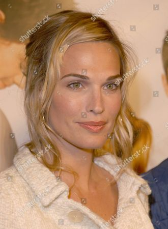 Us Actress Molly Simms Attends the 'Win a Date' with Tad Hamilton Los Angeles Premiere Held at the Pacific Crest Theatre On Friday 09 January 2004 Epa /debbie Vanstory