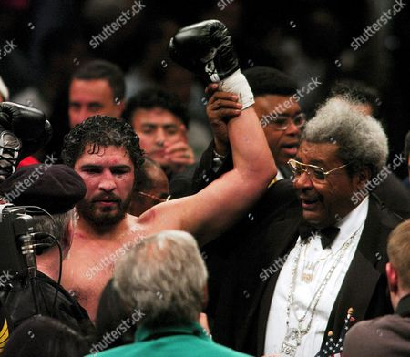 Us Boxer John Ruiz (l) and Promotor Don King (r) Raise There Hands After Ruiz Defeated Fres Oquendo of Puerto Rico in Their Wba Heavyweight Title Bout at Madison Square Garden in New York City Saturday 17 April 2004