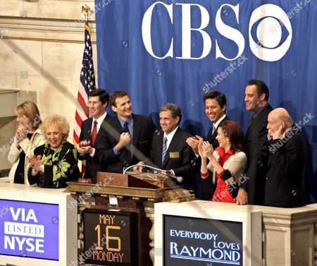 The Cast From Television's 'Everybody Loves Raymond' (ltor) Monica Horan Doris Roberts John Thain Ceo of the Nyse Executive Producer Phil Rosenthal and Viacom's Co-ceo Les Moonves Ray Ramano Patricia Heaton Brad Garret and Peter Boyle Ring the Closing Bell at the New York Stock Exchange in New York City Monday 16 May 2005