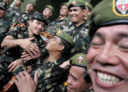 Filipino Boxing Hero Manny Pacquiao (l) Shakeshands with Soldiers at Army Headquarters in Taguig City South of Manila Philippines On 12 October 2007 Pacquiao Was Honoured and Promoted to Master Sergeant in the Reserve Force After Keeping His Wbc International Super Featherweight Title Via Unanimous Decision Against Mexican Boxer Marco Antonio Barrera at the Mandalay Bay Event Centre in Las Vegas Usa On 06 October 2007