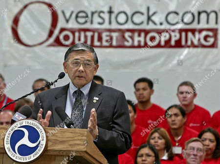 Us Transportation Secretary Norman Mineta Talks to the Media and Employees of Overstock Com After a Tour of Overstocks Warehouse in Salt Lake City Utah Friday 19 May 2006 Mineta Was in Salt Lake City to Announce a New Program to Improve Highway Freight and Aviation Congestion