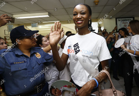 Miss Universe candidate Deshauna Barber (C) from the USA greets Filipinos during a visit to the Our Lady of Peace Hospital in Paranaque City, south of Manila, Philippines 20 January 2017. A total of 86 candidates are vying for the 65th Miss Universe crown, with the coronation event scheduled for 30 January.
