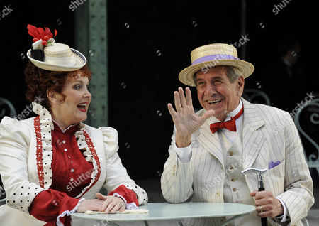 Millicent Martin ( Mamita ) and Topol ( Honore )