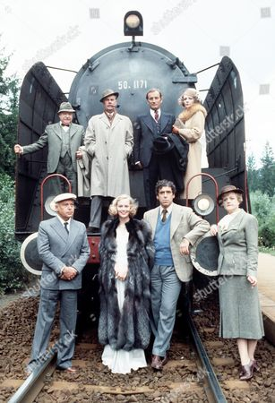'The Lady Vanishes' - Arthur Lowe, Ian Carmichael, Gerald Harper and Jenny Runacre.  Front:  Herbert Lom, Cybill Shepherd, Elliott Gould and Angela Lansbury