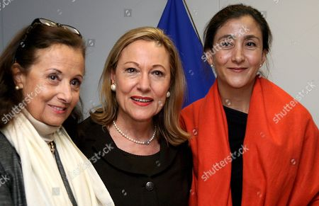 Stock Image of Eu Comissioner For Foreign Relations Austrian Benita Ferrero-waldner (c) Welcomes Colombian Former Presidential Candidate and Former Colombian Farc Guerrilla Hostage Ingrid Betancourt (r) and Her Mother Yolanda Pulecio (l) During a Meeting at the European Commission Headquaters in Brussels Belgium On 09 October 2008 On 08 October Betancourt Made an Emotional Appeal to Eu Lawmakers to Work For the Release of Other Captives Saying Nations Must Drop Long-held Taboos Against Talking with Terror Groups