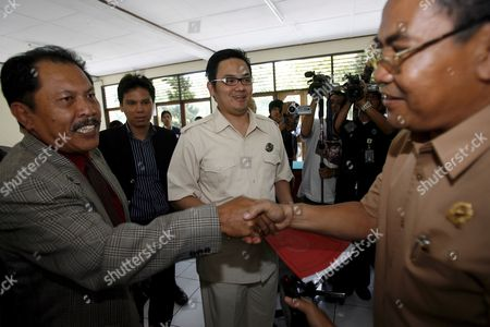 Indonesian Judge Gede Wirya (r) Hands Over a Copy of the Supreme Court Verdict to Bali Nine Lawyers at a Denpasar District Court in Bali Indonesia On 10 March 2008 Indonesia's Supreme Court Has Downgraded the Death Sentences of Bali Nine Members Matthew Norman Si Yi Chen and Tan Duc Thanh Nguyen to Life Sentences