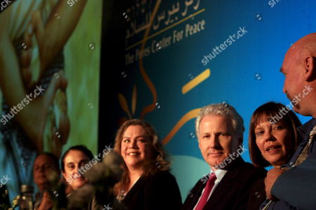 American Journalist Judith Miller (r) and American Actress Kathleen Turner (3-l) Look On During an Event Marking 10 Years of the 'Peres Peace Center ' in Tel Aviv Israel 27 October 2008