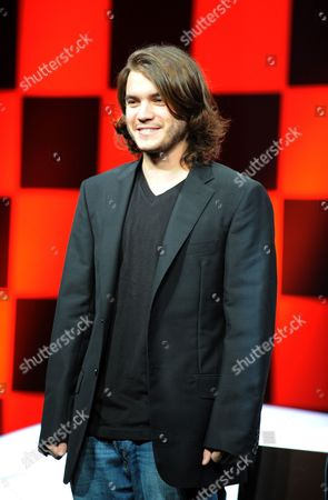 Us Actor Emile Hirsch Poses For Photographers at a Press Conference to Promote His Film Speed Racer at a Hotel in Tokyo 30 June 2008 the Film Opens in Theaters in Japan From July 5 Japan Tokyo