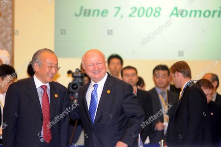 International Energy Agency (iea) Executive Director Nobuo Tanaka (l) Shares a Moment with United States Department of Energy Secretary Samuel Bodman Before the Start of the Five Country Energy Ministers Meeting in Aomori City Aomori Province Japan 07 June 2008 Representatives From China India Japan Korea and the United States Are Attending the One Day Meeting Being Held On the Side Lines of the G8 + China India and Korea Energy Ministerial Meeting