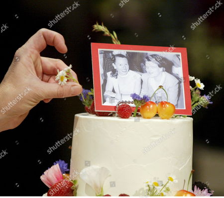 Stock Image of Elizabeth Falkner Executive Chef and Owner of Citizen Cake Puts the Finishing Touches On a Wedding Cake For Lesbian Activists Del Martin (r in Photo) and Phyllis Lyon (l in Photo) of San Francisco at City Hall in San Francisco California Usa 16 June 2008 Martin and Lyon Re-did Their Vows After the United States California Supreme Court Overturned a Voter Approved Band On Gay Marriages 15 May 2008 with San Francisco Mayor Gavin Newsom Martin and Lyon Have Been Together For 55 Years and Were the First Couple to Wed Four Years Ago When Thousands of Gay and Lesbian Couples Married at San Francisco's City Hall But Were Later Invalidated Because of Legal Issues