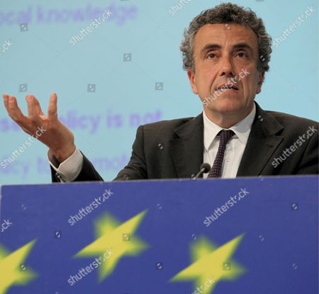 Italian Director General For Development at the Ministry of Economic Development Fabrizio Barca Gives a News Conference with European Commissioner For Regional Policy Polish Danuta Hubner (unseen) On the Future of the European Cohesion Policy at the Eu Commission Headquater in Brussels 27 April 2009 the Goal of European Cohesion Policy is to Reduce Regional Disparities Between Eu Member States