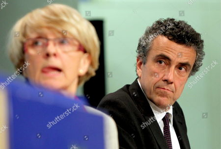 European Commissioner For Regional Policy Polish Danuta Hubner (l) and Italian Director General For Development at the Ministry of Economic Development Fabrizio Barca (r) Give a News Conference On the Future of the European Cohesion Policy at the Eu Commission Headquater in Brussels 27 April 2009 the Goal of European Cohesion Policy is to Reduce Regional Disparities Between Eu Member States