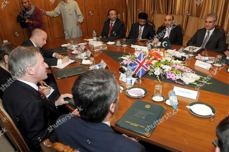 British Envoy to Afghanistan and Pakistan Sherard Cowper-coles (l) Leads His Delegation As He Talks with Pakistan's Foreign Minister Shah Mehmood Qureshi During Their Meeting in Islamabad Pakistan On 24 April 2009 Britain Appointed Sherard Cowper-coles As Special Envoy For the Two Countries That Are Being Described in Western Diplomatic Circles As the Major Cause For Concern in Coming Days and Months