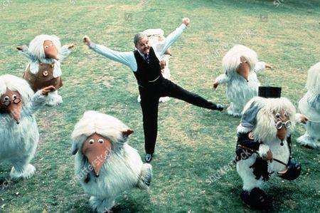 'Wombling Free'   Film  Mr Frogmorton (David Tomlinson) Dances with the Wombles.