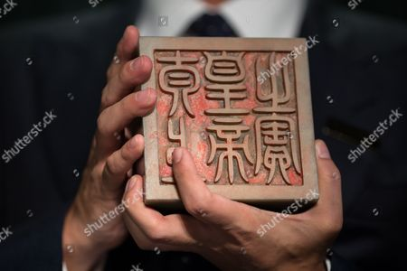 Nicolas Chow Deputy Chairman of Sotheby's Asia International Head and Chairman of Chinese Works of Art Holds the Imperial Khotan Jade Taishang Huangdi Zhi Bao Seal From the Qing Dynasty Qianlong Period During an Auction Preview in Hong Kong China 08 September 2016 the Seal is Estimated to Fetch Between 10 to 15 Million Us Dollar Sotheby's Chinese Works of Art Autumn Sales 2016 Will Take Place on 05 October in Hong Kong Offering Close to 300 Lots with a Total Estimate of Approximately 80 Million Us Dollar China Hong Kong