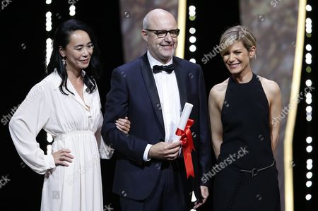 Spanish Director Juanjo Gimenez (c) Receives the Best Short Film Award For 'Timecode' From French Actress Marina Fois (r) and Japanese Director Naomi Kawase (l) During the Closing Award Ceremony of the 69th Cannes Film Festival in Cannes France 22 May 2016 For the First Time in the Festival History the Golden Palm Winning Movie Will Be Screened at the Closing Ceremony France Cannes