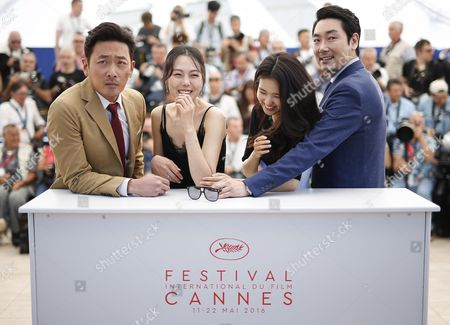 (l-r) South-korean Actor Ha Jung-woo South-korean Actress Kim Min-hee South-korean Actress Kim Tae-ri and South-korean Actor Jo Jing-woong Pose During the Photocall For 'Mademoiselle' (the Handmaiden) at the 69th Annual Cannes Film Festival in Cannes France 14 May 2016 the Movie is Presented in the Official Competition of the Festival Which Runs From 11 to 22 May France Cannes