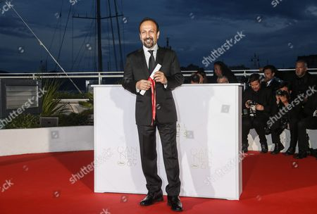 Iranian Director Ashgar Farhadi Poses During the Award Winners Photocall After He Won the Best Screenplay Award For His Movie 'Forushande' (the Salesman) at the 69th Annual Cannes Film Festival in Cannes France 22 May 2016 France Cannes