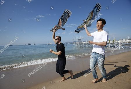 Stock Picture of British Actor Joseph Fiennes (l) and Chinese Actor Shawn Dou (r) Fly a Kite on the Beach During a Photocall For 'The Last Race' at the 69th Annual Cannes Film Festival in Cannes France 15 May 2016 the Festival Runs From 11 to 22 May France Cannes