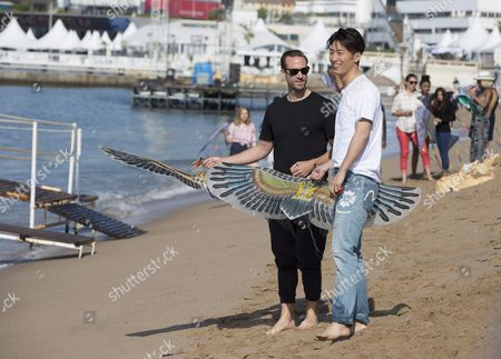 Stock Image of British Actor Joseph Fiennes (l) and Chinese Actor Shawn Dou (r) Pose For Photographs with Kites on the Beach During a Photocall For 'The Last Race' at the 69th Annual Cannes Film Festival in Cannes France 15 May 2016 the Festival Runs From 11 to 22 May France Cannes