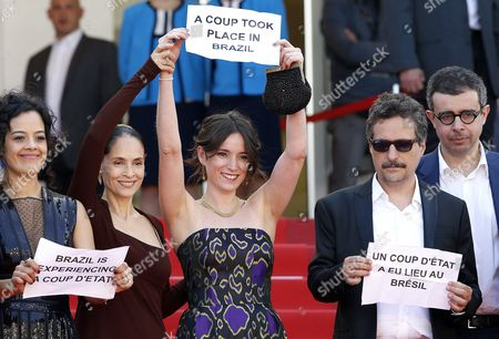 (l-r) Brazilian Actress Maeve Jinkings Brazilian Actress Sonia Braga Producer Emilie Lesclaux and Brazilian Director Kleber Mendonca Filho Hold Signs Reading 'A Coup Took Place in Brazil' 'Brazil is Experiencing a Coup D'etat' As They Arrive For the Screening of 'Aquarius' During the 69th Annual Cannes Film Festival in Cannes France 17 May 2016 the Movie is Presented in the Official Competition of the Festival Which Runs From 11 to 22 May Epa/guillaume Horcajuelo France Cannes