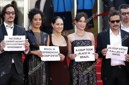(2l-r) Brazilian Actress Maeve Jinkings Brazilian Actress Sonia Braga Producer Emilie Lesclaux and Brazilian Director Kleber Mendonca Filho Hold Signs Reading 'A Coup Took Place in Brazil' 'Brazil is Experiencing a Coup D'etat' and 'The World Cannot Accept This Illegitimate Government' As They Arrive For the Screening of 'Aquarius' During the 69th Annual Cannes Film Festival in Cannes France 17 May 2016 the Movie is Presented in the Official Competition of the Festival Which Runs From 11 to 22 May Epa/guillaume Horcajuelo France Cannes