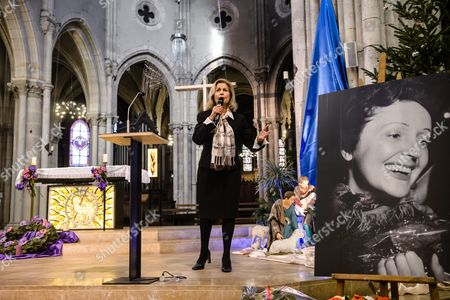 French Singer and Piaf's Stepdaughter Jacqueline Boyer Sings During the 100 Years Commemoration Mass of the Birth of French Singer Edith Piaf at the Saint Jean Baptiste Church of Belleville in Paris France 19 December 2015 Piaf Would Have Turned 100 Years on 19 December 2015 the 'Little Sparrow' Died on 10 October 1963 France Paris