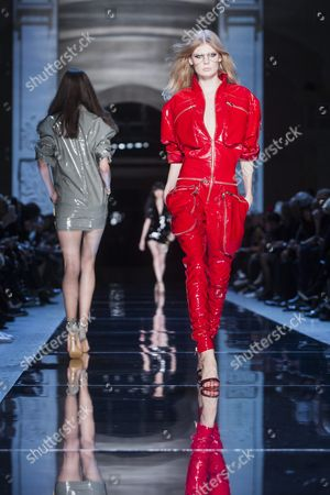 Estonian Model Alexandra Elizabeth Ljadov (r) Presents a Creation From the Spring/summer 2016 Haute Couture Collection by French Designer Alexandre Vauthier During the Paris Fashion Week in Paris France 26 January 2016 the Presentation of the Haute Couture Collections Runs From 24 to 28 January France Paris