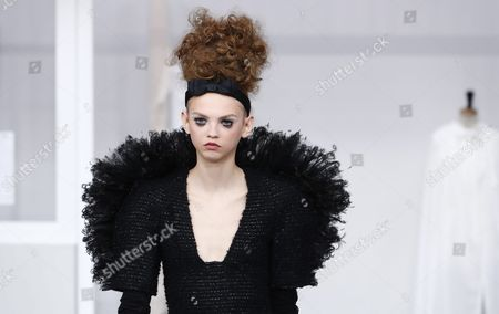 Us Model Molly Bair Presents a Creation During the Fall/winter 2016/2017 Haute Couture Collection by German Designer Karl Lagerfeld For Chanel Fashion House During the Paris Fashion Week in Paris France 05 July 2016 the Presentation of the Haute Couture Collections Runs From 03 to 07 July France Paris
