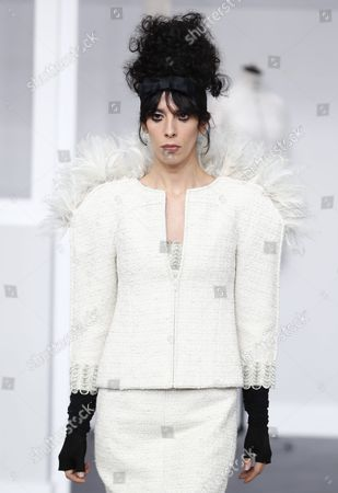 Us Model Jamie Bochert Presents a Creation During the Fall/winter 2016/2017 Haute Couture Collection by German Designer Karl Lagerfeld For Chanel Fashion House During the Paris Fashion Week in Paris France 05 July 2016 the Presentation of the Haute Couture Collections Runs From 03 to 07 July France Paris