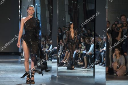 Us Model Jamie Bochert (c) is Reflected in a Mirror As She Presents a Creation From the Fall/winter 2016/2017 Haute Couture Collection by French Designer Alexandre Vauthier During the Paris Fashion Week in Paris France 05 July 2016 the Presentation of the Haute Couture Collections Runs From 03 to 07 July France Paris