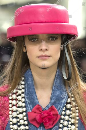 Belgian Model Ine Neefs Presents a Creation From the Fall/winter 2016/17 Ready to Wear Collection by German Designer Karl Lagerfeld For Chanel During the Paris Fashion Week in Paris France 08 March 2016 the Presentation of the Women's Collections Runs From 01 March to 09 March France Paris