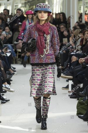 German Model Anna Mila Guyenz Presents a Creation From the Fall/winter 2016/17 Ready to Wear Collection by German Designer Karl Lagerfeld For Chanel During the Paris Fashion Week in Paris France 08 March 2016 the Presentation of the Women's Collections Runs From 01 March to 09 March France Paris