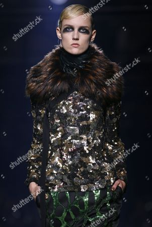 Estonian Model Harleth Kuusik Presents a Creation From the Fall/winter 2016/17 Ready to Wear Collection by Belgian Designer Dries Van Noten During the Paris Fashion Week in Paris France 02 March 2016 the Presentation of the Women's Collections Runs From 01 March to 09 March France Paris