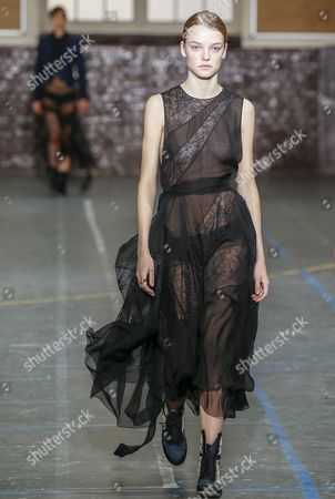 Dutch Model Roos Abels Presents a Creation From the Fall/winter 2016/17 Ready to Wear Collection by Bill Gaytten For John Galliano During the Paris Fashion Week in Paris France 06 March 2016 the Presentation of the Women's Collections Runs From 01 March to 09 March France Paris