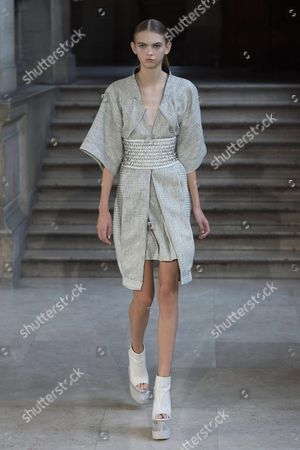 Us Model Molly Bair Presents a Creation From the Spring/summer 2016 Ready to Wear Collection by Dutch Fashion Designer Iris Van Herpen During the Paris Fashion Week in Paris France 06 October 2015 the Presentation of the Women's Collections Runs From 29 September to 07 October France Paris