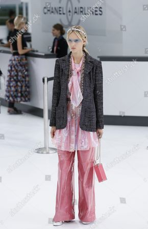 Estonian Model Harleth Kuusik Presents a Creation From the Spring/summer 2016 Ready to Wear Collection by German Designer Karl Lagerfeld For Chanel During the Paris Fashion Week in Paris France 06 October 2015 the Presentation of the Women's Collections Runs From 29 September to 07 October France Paris