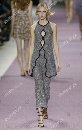 Estonian Model Harleth Kuusik Presents a Creation From the Spring/summer 2016 Ready to Wear Collection by Italian Designer Giambattista Valli During the Paris Fashion Week in Paris France 05 October 2015 the Presentation of the Women's Collections Runs From 29 September to 07 October France Paris
