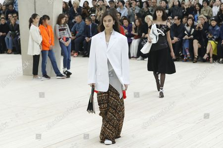 Talian Model Greta Varlese Presents a Creation From the Spring/summer 2017 Ready to Wear Collection by British Designer Phoebe Philo For Celine During the Paris Fashion Week in Paris France 02 October 2016 the Presentation of the Womens Collections Runs From 27 September to 05 October France Paris