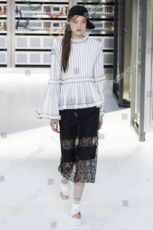 Belgian Model Yumi Lambert Presents a Creation From the Spring/summer 2016 Ready to Wear Collection by German Designer Karl Lagerfeld For Chanel During the Paris Fashion Week in Paris France 04 October 2016 the Presentation of the Women's Collections Runs From 27 September to 05 October France Paris