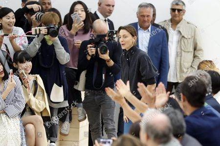 British Designer Phoebe Philo Acknowledges the Public After Her Spring/summer 2016 Ready to Wear Collection Show For Celine During the Paris Fashion Week in Paris France 02 October 2016 the Presentation of the Womens Collections Runs From 27 September to 05 October France Paris