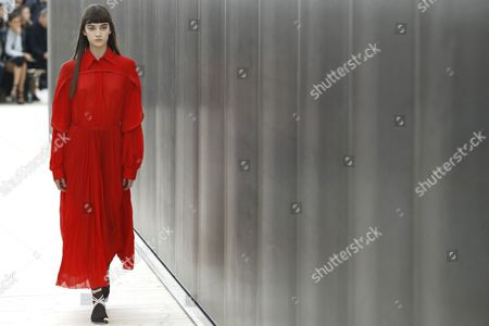 A Model Presents a Creation From the Spring/summer 2017 Ready to Wear Collection by British Designer Phoebe Philo For Celine During the Paris Fashion Week in Paris France 02 October 2016 the Presentation of the Womens Collections Runs From 27 September to 05 October France Paris