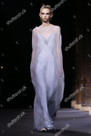 Us Model Molly Bair Presents a Creation From the Spring/summer 2016 Ready to Wear Collection by Vionnet Fashion House During the Paris Fashion Week in Paris France 30 September 2015 the Presentation of the Women?s Collections Runs From 29 September to 07 October France Paris