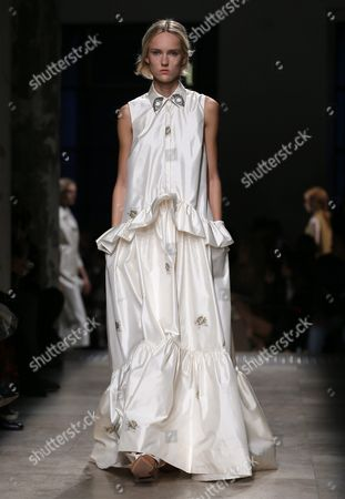 Estonian Model Harleth Kuusik Presents a Creation From the Spring/summer 2016 Ready to Wear Collection by Italian Designer Alessandro Dell'acqua For Rochas Fashion House During the Paris Fashion Week in Paris France 30 September 2015 the Presentation of the Women's Collections Runs From 30 September to 07 October France Paris