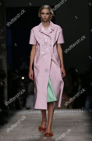 Us Model Molly Bair Presents a Creation From the Spring/summer 2016 Ready to Wear Collection by Italian Designer Alessandro Dell'acqua For Rochas Fashion House During the Paris Fashion Week in Paris France 30 September 2015 the Presentation of the Women's Collections Runs From 30 September to 07 October France Paris