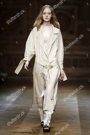 German Model Ivana Teklic Presents a Creation From the Spring/summer 2016 Ready to Wear Collection by Irish Designer Sharon Wauchob During the Paris Fashion Week in Paris France 30 September 2015 the Presentation of the Womens Collections Runs From 29 September to 07 October France Versailles
