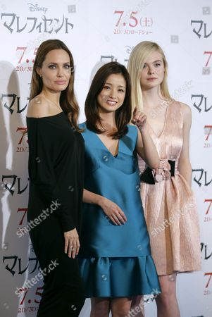 Us Actresses Angelina Jolie (l) and Elle Fanning (r) Pose with Japanese Actress Aya Ueto (c) During a Photocall For 'Maleficent' in Tokyo Japan 24 June 2014 the Movie Will Be Released in Japan on 05 July Japan Tokyo