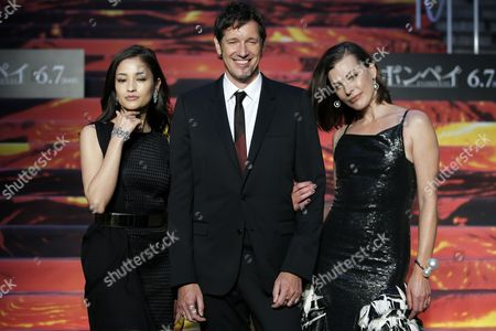 (l-r) Japanese Actress Meisa Kuroki British Director Paul W S Anderson and His Wife Ukrainian-born Us Actress Milla Jovovich Pose on the Red Carpet During the Premiere of 'Pompeii' in Tokyo Japan 26 May 2014 the Movie Will Be Released in Japanese Theatres on 07 June Japan Tokyo