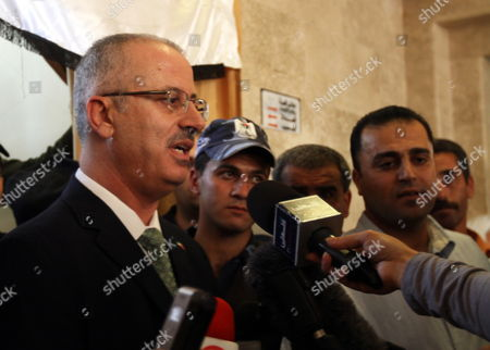Dr Rami Hamdallah (l) Linguistics Professor and President of An-najah National University During His Visit to Nablus Court in Nablus the West Bank 04 June 2013 Palestinian President Mahmoud Abbas Named Rami Hamdallah to Replace Salam Fayyad As Prime Minister on 03 June - Nablus