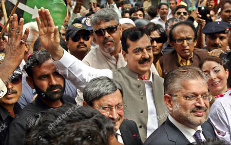 Former Prime Minister Yousuf Raza Gilani (c) Waves to Supporters Upon Arrival at the Supreme Court For a Hearing in a Corruption Cases in Karachi Pakistan 17 June 2014 According to Media Reports a Federal Anti-corruption Court on 17 June Granted Bail to Former Prime Minister Yousuf Raza Gilani in Corruption Cases Federal Anti-corruption Court on 02 June Had Issued Non-bail Able Arrest Warrant For Gilani For His Alleged Involvement in Several Cases Relating to a Multi-billion Trade Subsidy Scam Pakistan Karachi